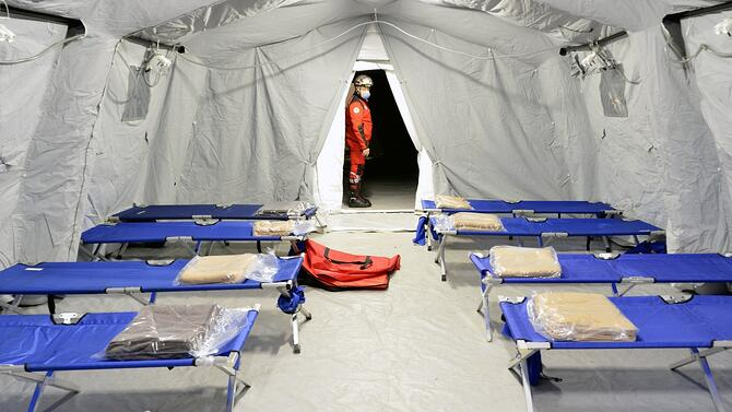 temporary-lighting-medical-tents