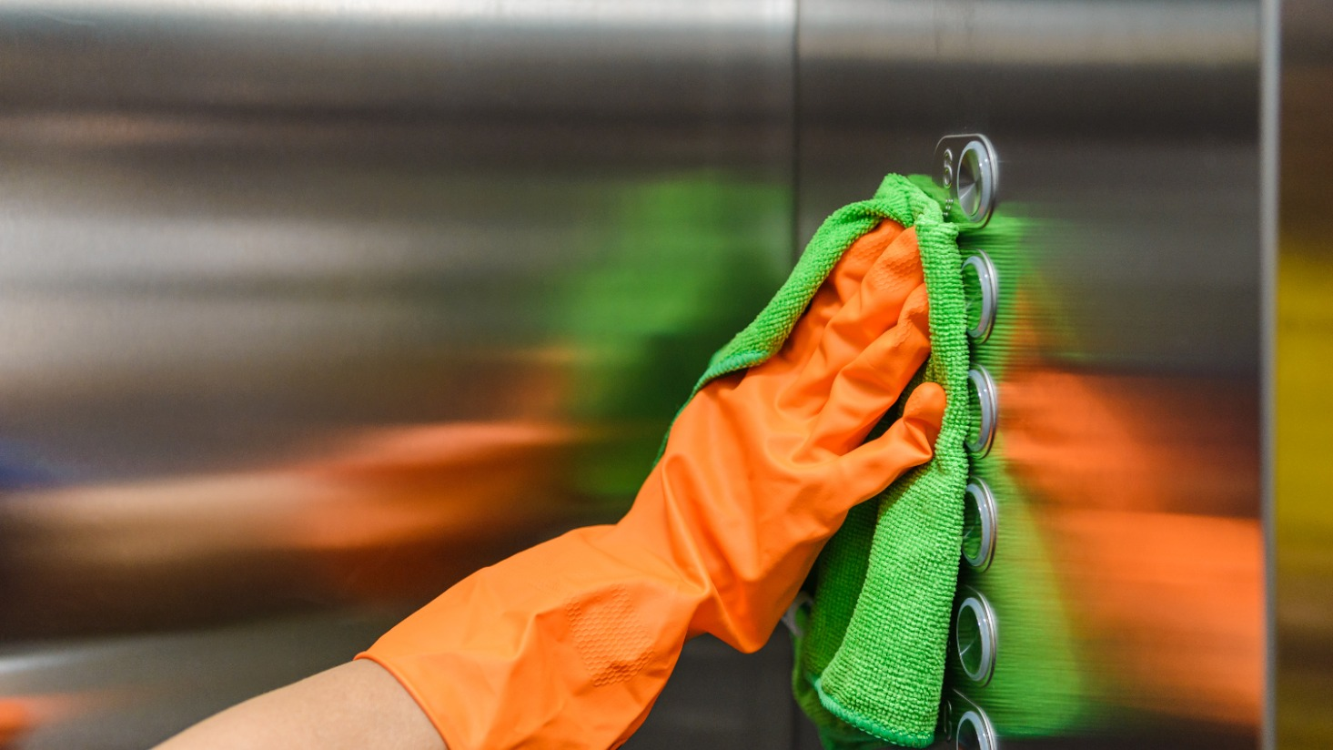 What tool should I use to clean: Microfiber cloth, cotton cloth, or paper towel?