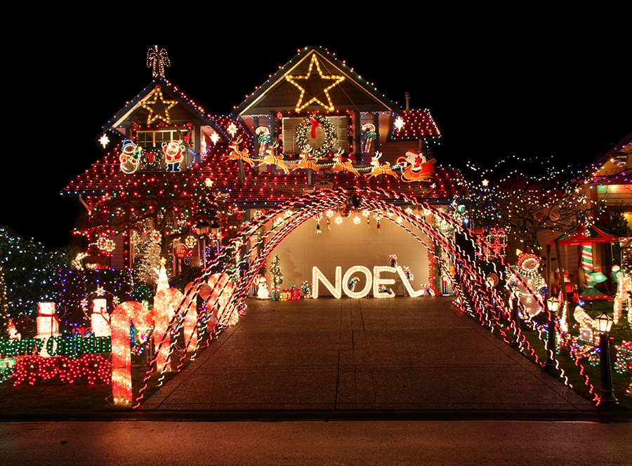 Everything you need to know about holiday lighting costs