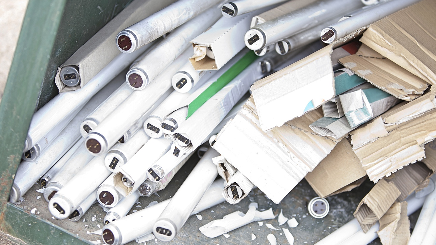 How to recycle fluorescent lighting and electronic waste